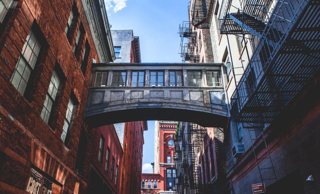 100年前的世界第一高楼——纽约曼哈顿的地标 The Woolworth Tower 华丽尊贵 历史奢华 限量公寓出售